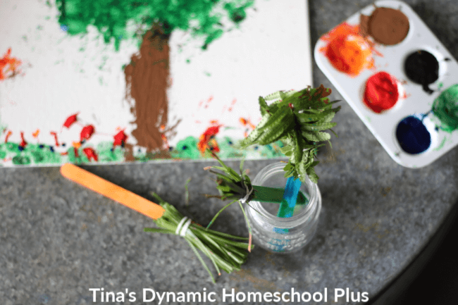Creating your own diy nature brushes from items on your next nature walk is a fun way to bring science outdoors. Turn all sorts of leaves and flowers into beautiful rustic paintings. Look how to make easy nature paint brushes with kids. CLICK HERE!   #diynaturebrushes #homeschoolnature #natureforkids #nature #scienceforkids #handsonnature #handsonart